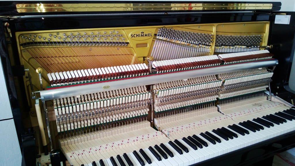 Intérieur de piano profil droit
